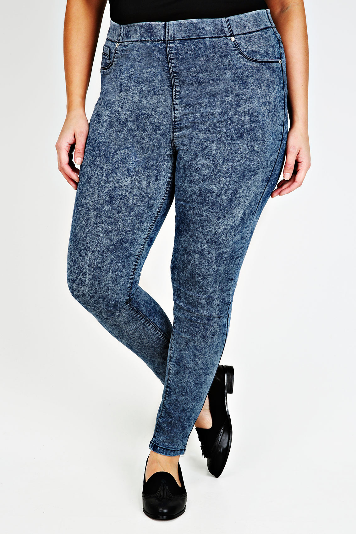 blue jeggings A stretchy and comfortable alternative to jeans, our blue jeggings and denim leggings are perfect for everyday wear. Choose from dark blue, light blue and navy jeggings that effortlessly pair with tunics and day dresses for an on-trend look.